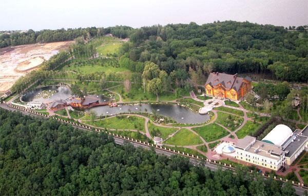 Biệt thự của Yanukovich trong khuôn viên 140 hecta. Ảnh: Internet