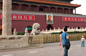 Thiên An Môn ngày 29-5-2014 với những rào sắt. Ảnh: WP