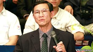 PGS Hiển thừa nhận rằng năm 1975 VN mới chỉ 'thống nhất' cơ bản lãnh thổ, khi Hoàng Sa còn trong tay TQ.