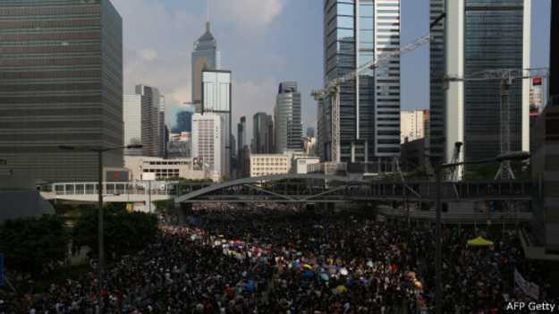 Khu Admiralty ở Hong Kong kín người biểu tình
