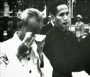 Năm 1956, sau thất bại to lớn trong Cải cách ruộng đất tại miền Bắc. Ông Hồ Chí Minh đã khóc lóc trước toàn thể dân chúng khi nhận lỗi lầm về cải cách ruộng đất.