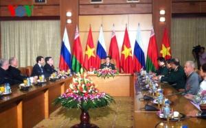 Bộ trưởng Bộ Quốc phòng, Đại tướng Phùng Quang Thanh tiếp đoàn cựu chiến binh Nga và Cộng hòa Belarus (Ảnh:Phương Thoa)
