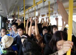 Trên xe buýt (ảnh st trên Internet)