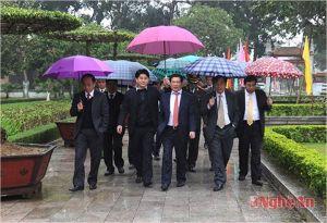Đồng chí cầm ô đang đóng vai đảng, đồng chí Phớc đóng vai Nhân dân, quần chúng Dân Choa còn thắc mắc chi?