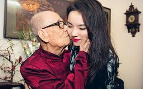Nhất vui là chuyện Cụ Khiêu. Nụ hôn trăm tuổi bao nhiêu cháu thèm Nụ hôn trăm tuổi bao nhiêu cháu thèm
