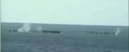 Pháo từ tàu chiến Trung Quốc bắn vào các chiến sĩ hải quân Việt Nam trên đá gạc Ma ngày 14/3/1988.