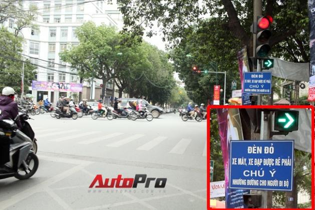 Trên lối có vạch trắng dành cho người đi bộ, khi đèn xanh cho phép cả người đi bộ đi qua thì nếu xe cộ cũng được phép lưu thông vào dđi trên đó (như trong trường hợp xe được phép rẽ vào theo hướng bên phải của nó) bật mà tất cả các phương tithì