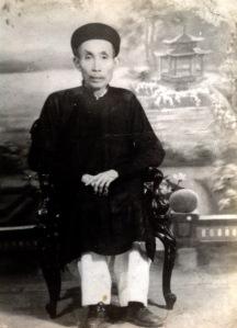 Nhân vật chính của bài viết - Cụ Nguyễn Xuân Phương                                          (1951) (tức Ký Phương )- ảnh chụp vào  giữa thế kỷ trước