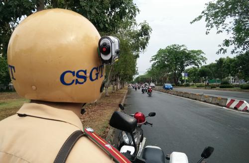 camera lắp trên mũ của CSGT .