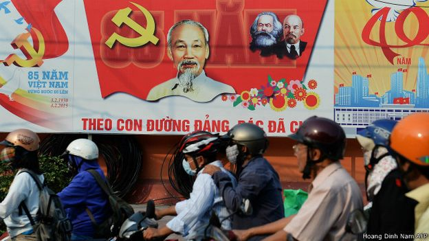 150513090703_vietnam_communist_party_hochiminh_poster_640x360_hoangdinhnamafp