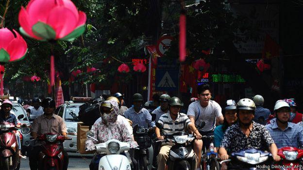 150513091105_hanoi_vietnam_street_640x360_hoangdinhnamafp