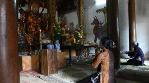 Ranh giới giữa thế nào là tôn giáo, tín ngưỡng đích thực và 'dị đoan, mê tín' dường như chưa được rõ ràng ở Việt Nam, theo tác giả.