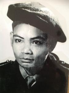 Chú Hà Văn Nghĩa trong quân phục quân đội quốc gia với chiếc mũ nồi đội lệch– (Ảnh chụp khoảng 1953-1954, trước khi vào Nam)