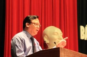 Thượng tướng Huỳnh Ngọc Sơn (Phó Chủ tịch QH) mổ xẻ về vấn đề biển Đông. Ảnh: LÊ PHI