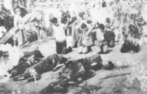 """Trong cuộc Cách mạng Văn hóa, phái """"cách mạng"""" tự ý tàn sát quần chúng. Đây là một bức ảnh chụp hiện trường của một vụ hành quyết (Ảnh mạng)"""
