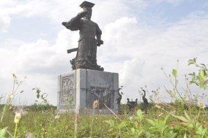Tượng đài Đinh Tiên Hoàng hơn 1.500 tỉ đồng bị bỏ hoang
