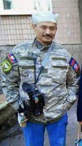 Phóng viên VTV Duy Nghĩa trong quân phục dã chiến Nga khi đang tác nghiệp (Hình: st trên mạng)