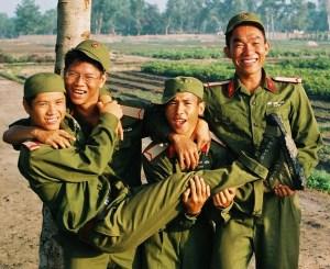 Lính trẻ hồn nhiên - Ảnh: Internet (chỉ có tính chất minh họa)