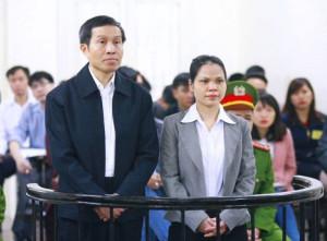 Ông Nguyễn Hữu Vinh và bà Nguyễn Thị Minh Thủy, tại Tòa án Nhân dân Hà Nội ngày 23-3-2016. Ảnh: AFP
