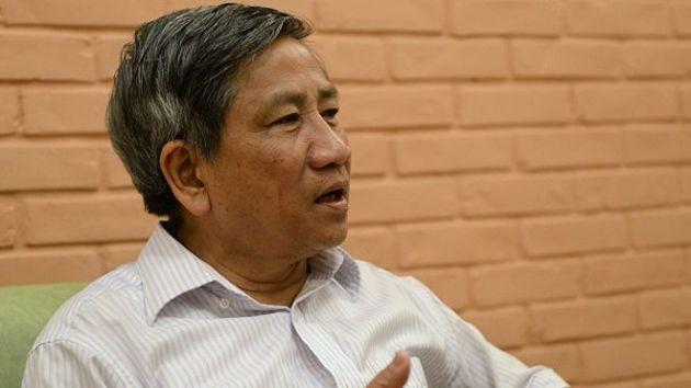 Giáo sư Nguyễn Minh Thuyết nói cách thức một số quan chức lãnh đạo miền Trung trấn an người dân khi đi tắm biển và ăn cá hấp là 'thiếu cơ sở khoa học và có thể nguy hiểm'.