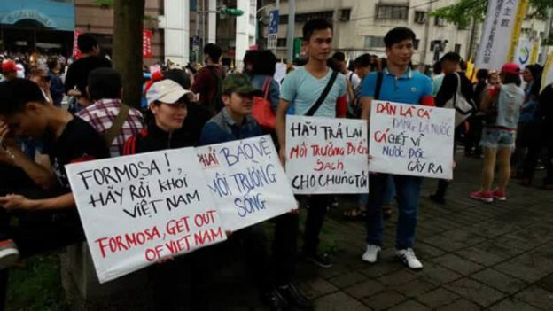 Phản ứng của một bộ phận công chúng trước sự cố môi trường gây cá chết hàng loạt ở Việt Nam mới diễn ra.