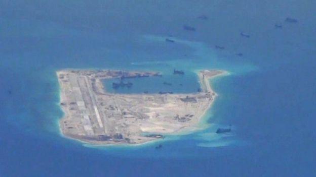 Trung Quốc đẩy mạnh việc cải tạo đảo và xây đường băng phi cơ ở Biển Đông