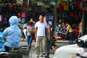 """Việt Nam có """"quy tắc qua đường"""" riêng (Ảnh: Internet)"""