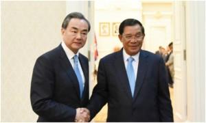 Thủ tướng Campuchia Hun Sen và Ngoại trưởng Trung Quốc Vương Nghị.