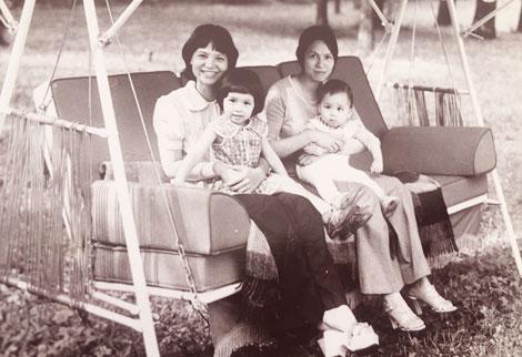 Lê Vũ Anh và hai con chụp cùng cô Tú Khanh, vợ Tiến sĩ Lê Kiên Thành, khi đến thăm ông Lê Duẩn tại Moscow năm 1980.