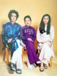 Bà Bẩy Vân, phu nhân Tổng bí thư Lê Duẩn và hai cháu ngoại