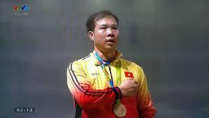 VĐV Hoàng Xuân Vinh trên bục nhận huy chương (Ảnh: Internet)
