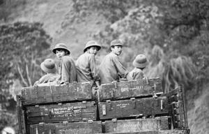 Tân binh ra trận chống quân xâm lược Trung Quốc trong cuộc chiến tranh bảo vệ biên giới phía bắc (1979) - Ảnh: Internet