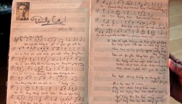 """Bản thảo bài hát """"Tình ca"""" do nhạc sĩ Hoàng Việt chép tay (Nguồn: Nhân Dân)"""