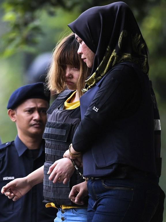 Đoàn Thị Hương rời tòa sáng nay (Ảnh: AFP)